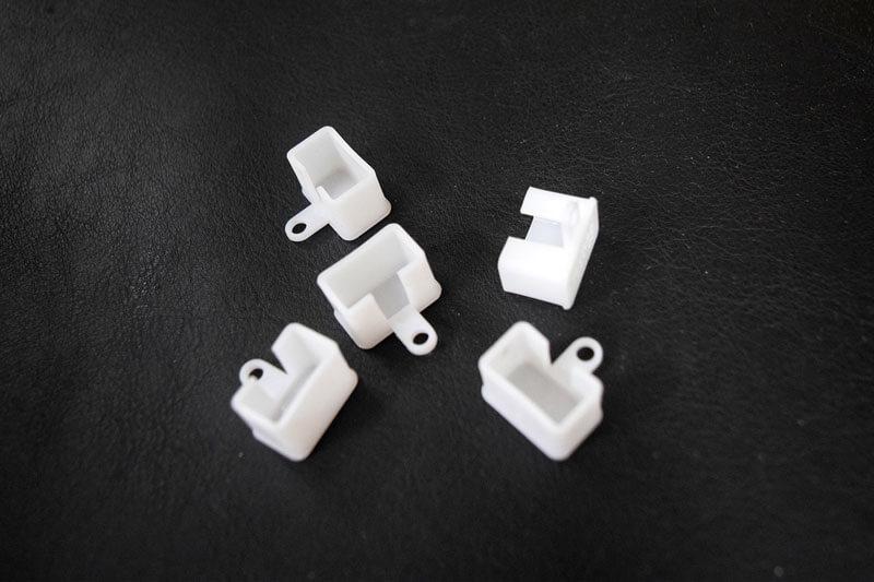 Бял пластмасов стопер за корниз